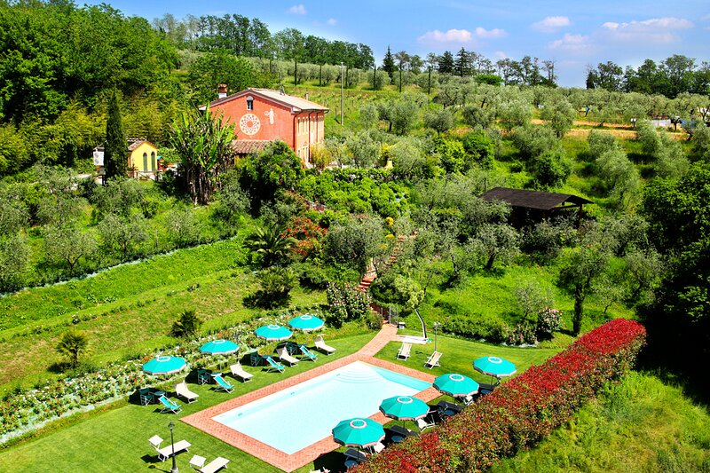 San Colombano Villa Sleeps 20 with Pool and Air Con - 5872298, location de vacances à Segromigno in Monte