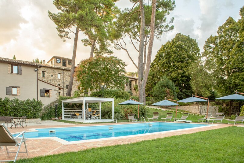 Cesolo Villa Sleeps 48 with Pool and Air Con - 5872299, vakantiewoning in Serrapetrona