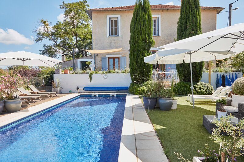 Saint-Pons-de-Mauchiens Villa Sleeps 12 with Pool - 5872300, holiday rental in Cazouls d'Herault