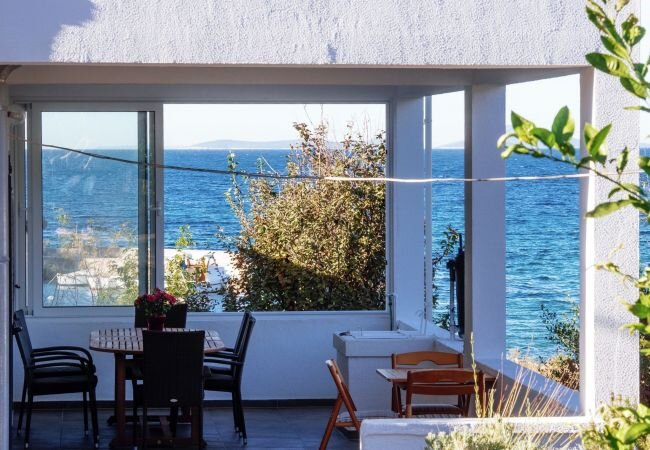 Soline Holiday Home Sleeps 6 with Air Con and WiFi - 5872502, holiday rental in Dugi Island