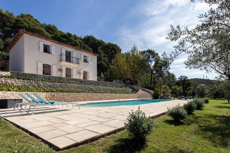 Pegomas Villa Sleeps 8 with Air Con - 5873212, location de vacances à Tanneron