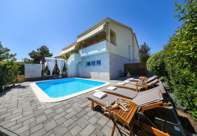 Kokic Villa Sleeps 8 with Pool Air Con and WiFi - 5873222, vacation rental in Pridraga