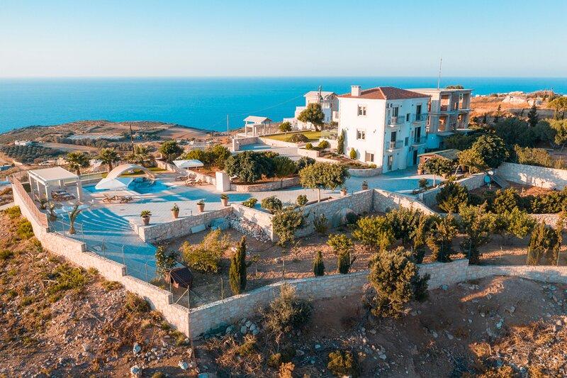 Ksirokampos Villa Sleeps 6 with Pool and Air Con - 5873328, holiday rental in Mononaftis