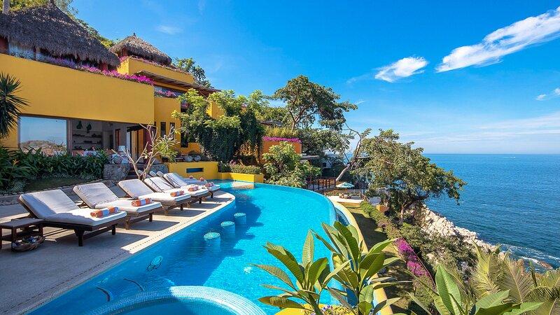 Ecatepec Villa Sleeps 22 with Pool and Air Con - 5874257, location de vacances à Boca de Tomatlan