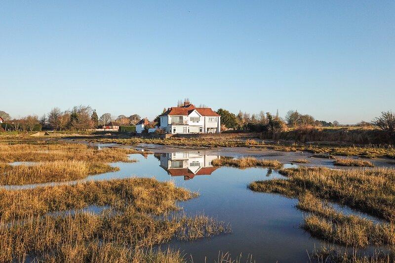 Bosham Villa Sleeps 9 - 5873656, holiday rental in Funtington