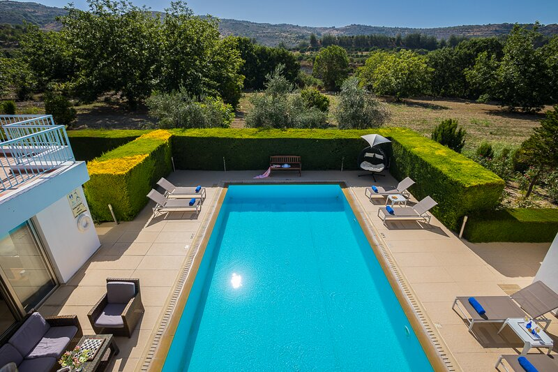 Giolou Villa Sleeps 6 with Pool and Air Con - 5873661, vacation rental in Stroumbi
