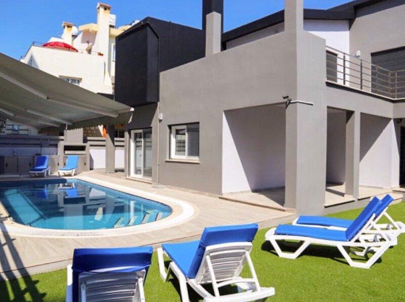 Kato Keryneia Villa Sleeps 10 with Pool and Air Con - 5874449, holiday rental in Zeytinlik