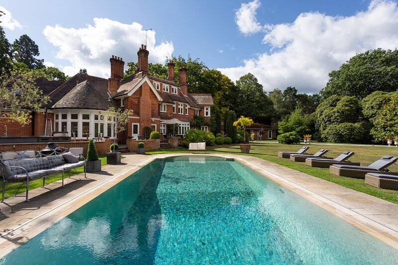 Ascot Villa Sleeps 30 with Pool - 5874256, holiday rental in Sandhurst