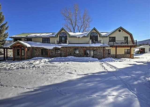 2.5-Acre Estate | 6,000 Sq. Feet | Private Hot Tub, Garage & Chef's Kitchen, location de vacances à Glenwood Springs