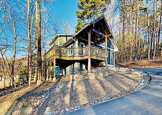 New Green Built Home   Wraparound Deck   Near Outdoor Adventure & In-Town Fun, location de vacances à Ridgecrest