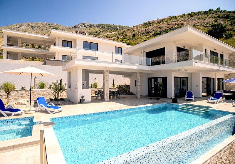 Luxury Villa Andrea with private infinity pool/Jet pool near Dubrovnik, location de vacances à Ivanica