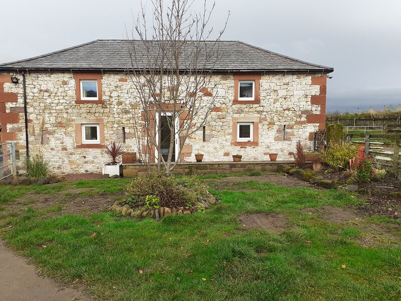 Cosy 2-Bed Cottage with Garden near Carlisle, vacation rental in Langholm