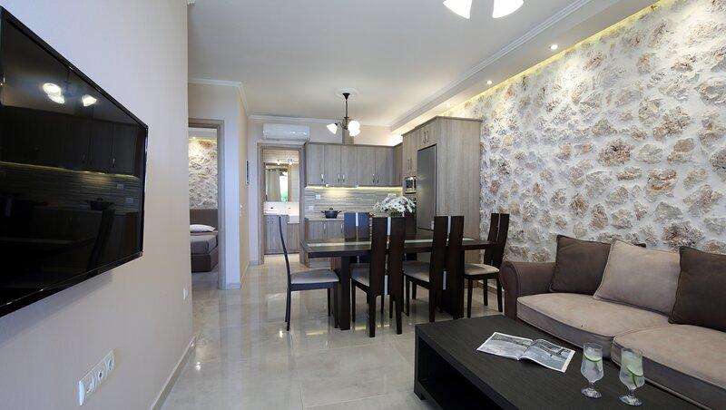 Charming suite Irida close to Kathisma and Mylos beach, holiday rental in Tsoukaladhes