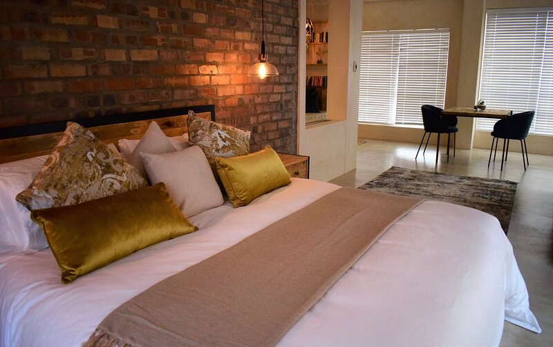 Luxurious Villa Situated In The Heart Of Port Owen Marina, location de vacances à Velddrif
