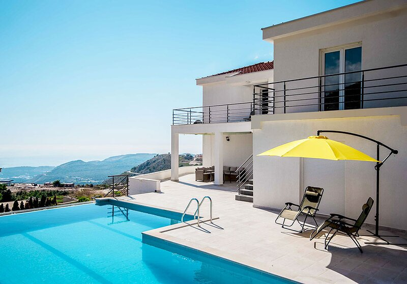 Apartment Alice with pool and sea view near Dubrovnik, holiday rental in Gornji Brgat