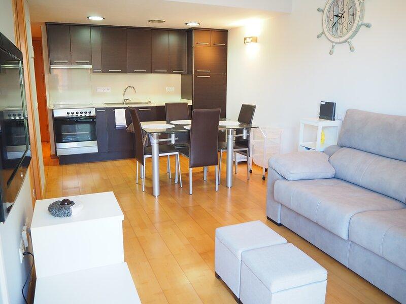 Apartament modern amb parquing a Palamós, vacation rental in Vall-Llobrega