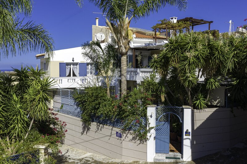 Fantastic views,Large villa,Private pool,Near tavern,Picturesque village, holiday rental in Mesi