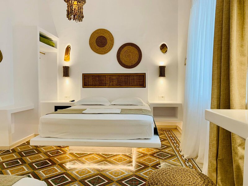 Junior Suite Ground Floor Semiramis Guesthouse  ( double bed or 2 single bed ), holiday rental in Adamas