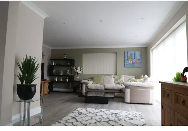 Hill Road House - 5 bed detached home, with Spa, location de vacances à Waterlooville