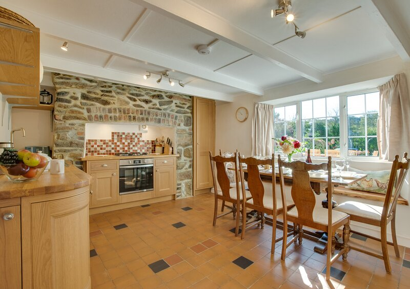 The Old Farmhouse, holiday rental in St Newlyn East