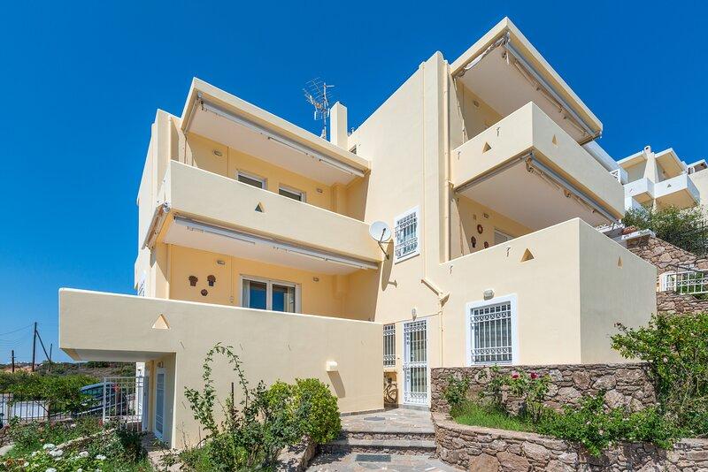 Villa Barite (6 bedrooms), vacation rental in Lavrio