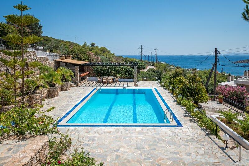 Villa Barite (7 bedrooms), vacation rental in Lavrio