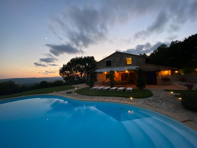 Villa I Grifoni, luxury villa near Todi, private pool, A/C, panoramic, vacation rental in Grutti