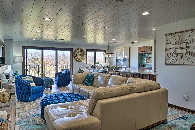 NEW! Modern Living on Grand Lake w/ Pool & Views!, holiday rental in Bernice