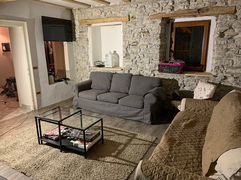 5 Bedrooms, Stone Built 200 year old house - Tolmin, location de vacances à Kanal