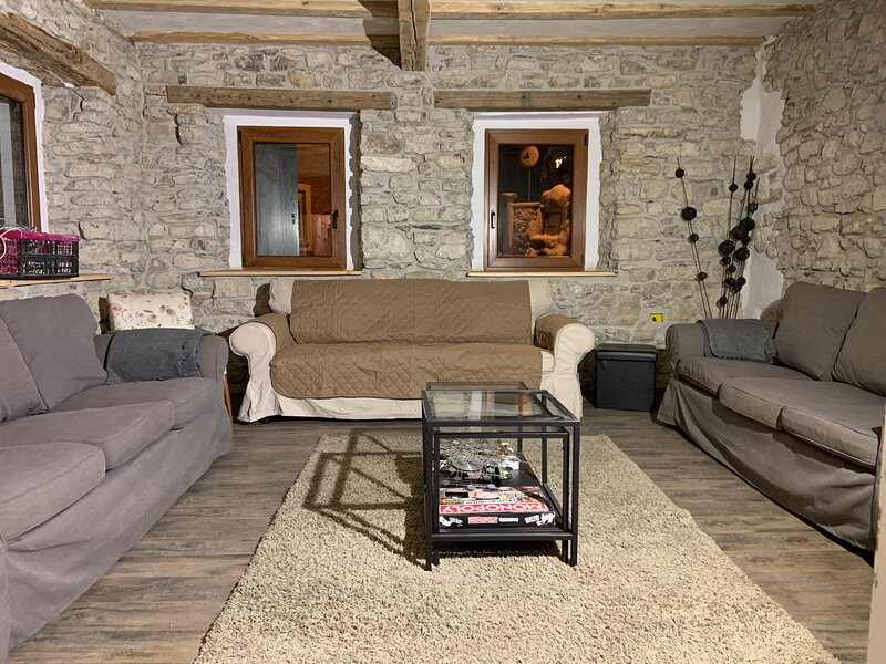 7 Bedroom - 200 Year Stone Built House - Tolmin, location de vacances à Kanal