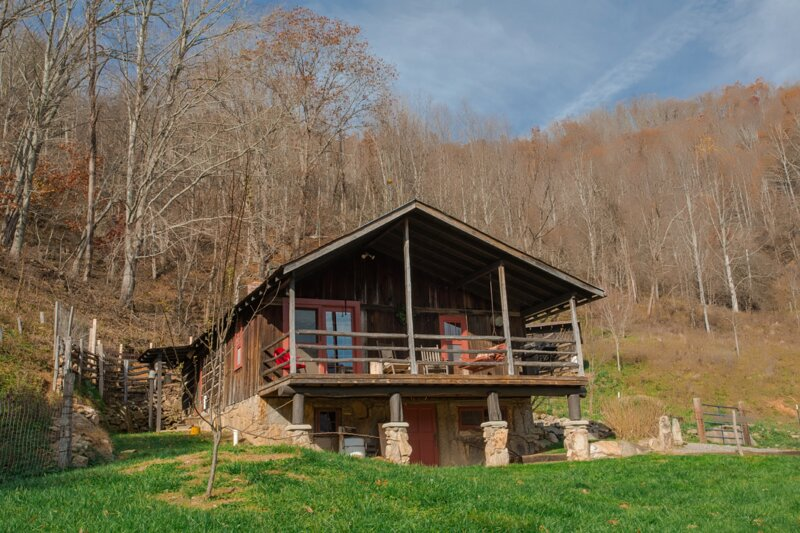 Mama Bear Cabin at Three Bear Holler, holiday rental in Clyde
