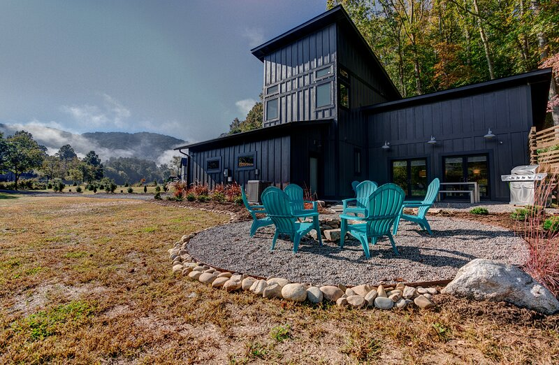 Herron Cove Cottage, holiday rental in Weaverville