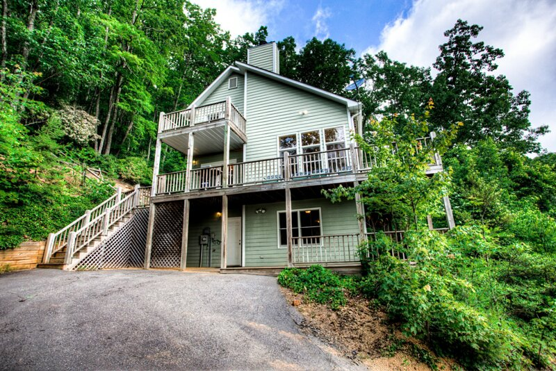 MonTreat Yourself