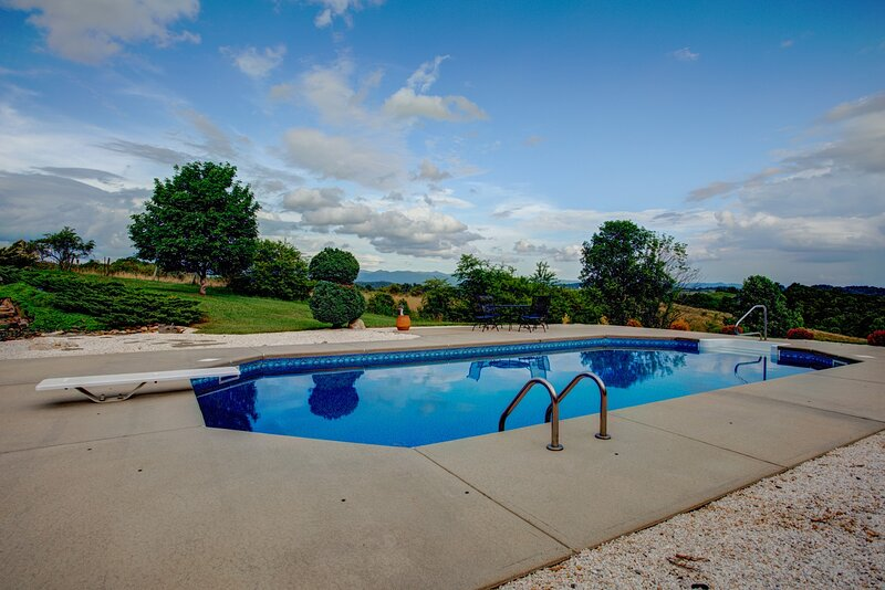 Blue Ridge Pool House, holiday rental in Marshall