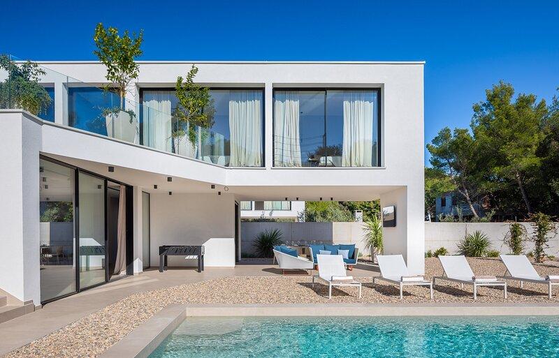 Beautiful Villa Viktoria, in Dalmatia, location de vacances à Pakostane