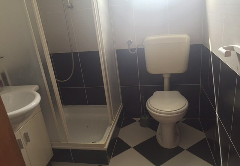 A5(2+2): bathroom with toilet