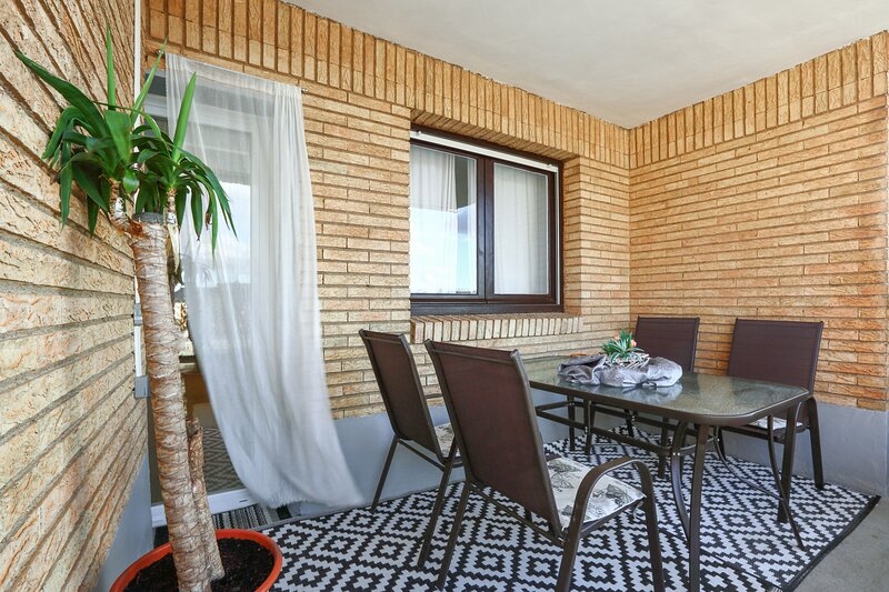 Beautiful apartment with terrace, holiday rental in Ainzon