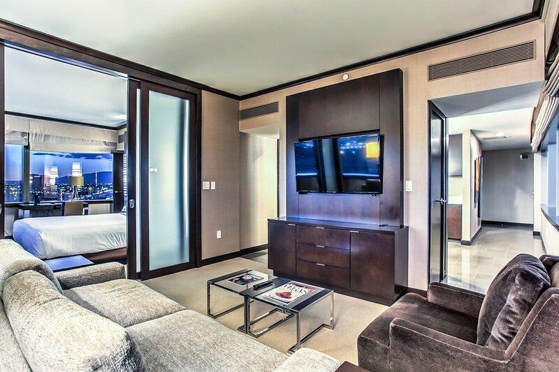 City Center! | Panoramic Corner Suite at Vdara, location de vacances à Las Vegas