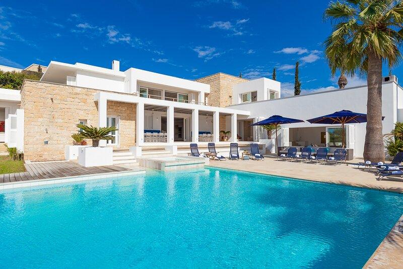 Azure HUGE 22MX8M PRIVATE INFINITY POOL, STUNNING SEA VIEWS, ULTRA MODERN, holiday rental in Lara