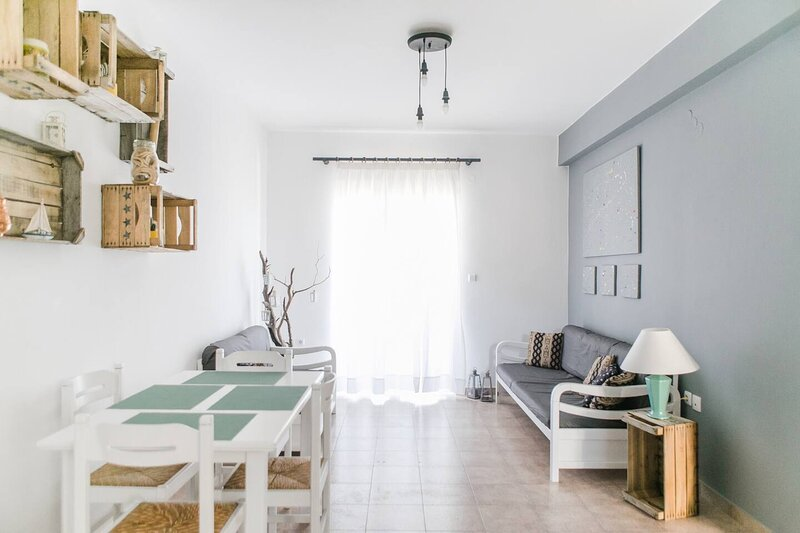 Amazing 2-Bedroom apartment close to all amenities, holiday rental in Kilada