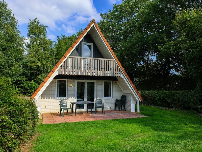 Lovely holiday home with open fireplace set in green surroundings, holiday rental in Gramsbergen