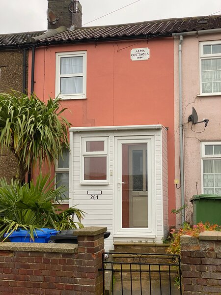 Coral Cottage walking distance to Kessingland Beach (Tier 4 Essential Workers), Ferienwohnung in Henstead