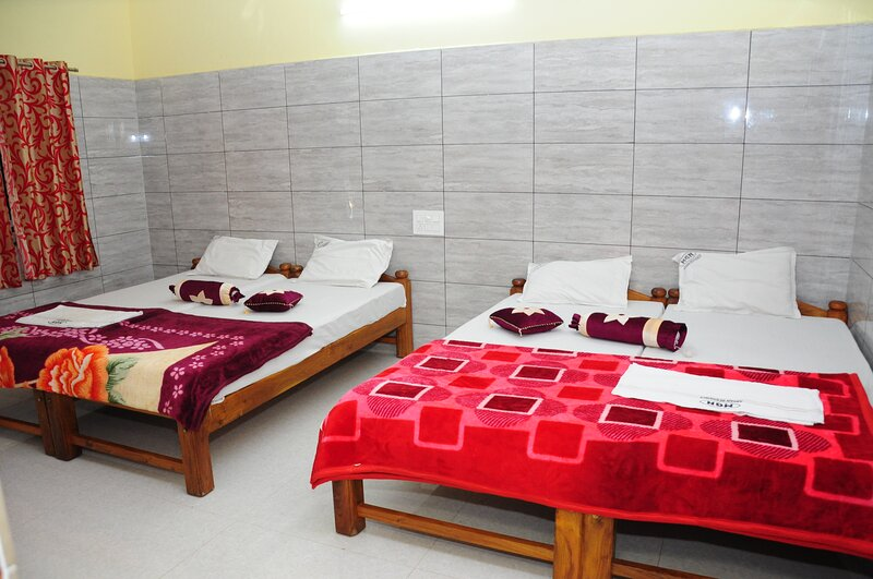 ARYAN RESIDENCY, holiday rental in Paduvari