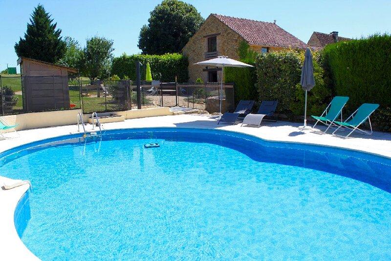 Gite La Prairie 6/10 pers. PISCINE PRIVEE, en Quercy et Périgord noir, Gourdon, holiday rental in Reilhaguet