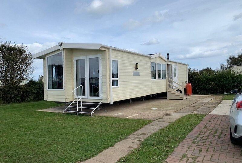 Brilliant 6 berth caravan for hire on Skipsea Sands holiday park ref 41037NF, holiday rental in Barmston