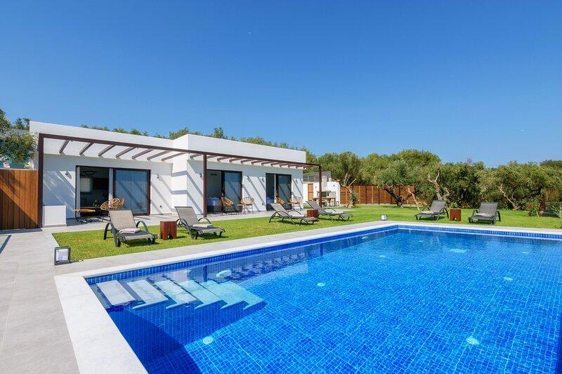 3 Bedroom Villa Cicada, Akrotiri, Zakynthos, location de vacances à Kyllini