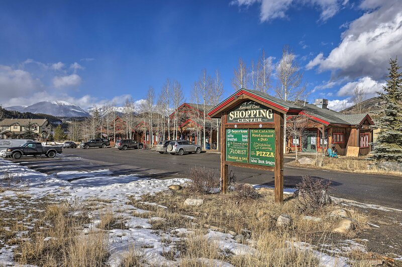 Summit Cove Shopping Center | 4.0 Miles