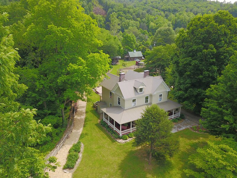 Spring Creek Farmhouse, holiday rental in Hot Springs
