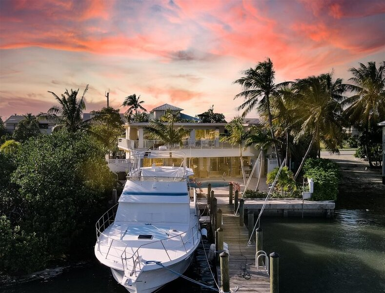 Sea View Too steps to Sombrero Beach 4 bedrooms 3 baths, Ocean Views and 2 kayak, vacation rental in Marathon Shores