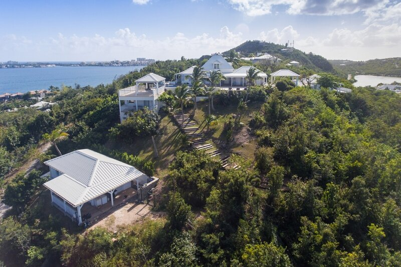 Villa Le Caprice | Beach Front - Located in Wonderful Baie Rouge with Private P, location de vacances à Baie Nettle